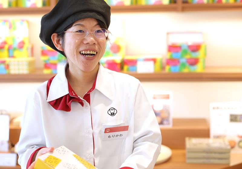 お菓子店『むか新』での接客販売(接客・包装・レジ業務)
