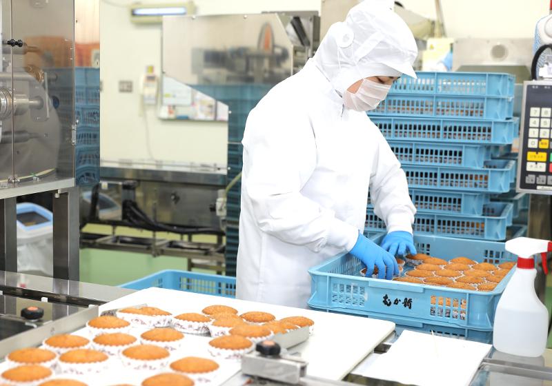 お菓子の製造スタッフ(和洋菓子店『むか新』の機械を使った菓子製造)